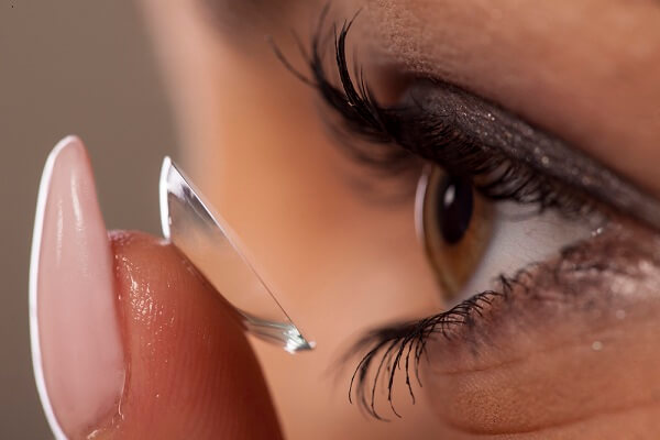 scleral contact lenses concept-art-woman-putting-on-contact-lenses