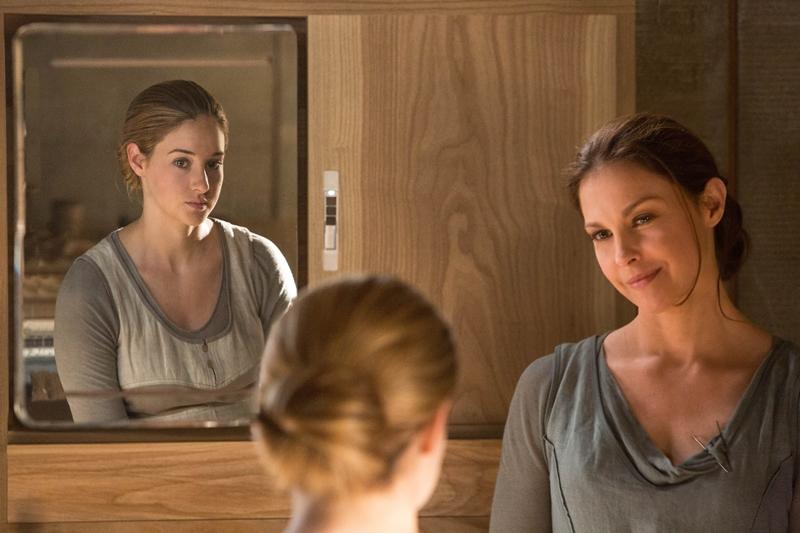 Knižní Tris je 16, Woodley bylo při natáčení prvního filmu 23 let.