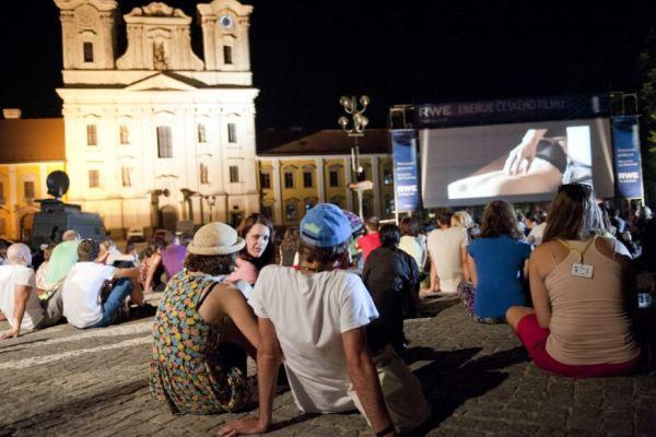 Letní kino na náměstí (foto: D. Kumermann)