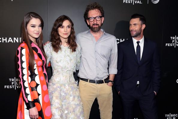 John Carney (třetí zleva) s herci z filmu