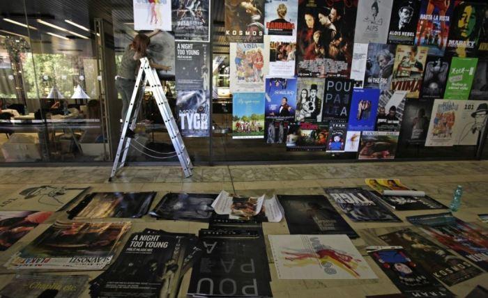 Příprava populární plakátové plochy v hotelu Thermal (foto: Film Servis Festival Karlovy Vary)