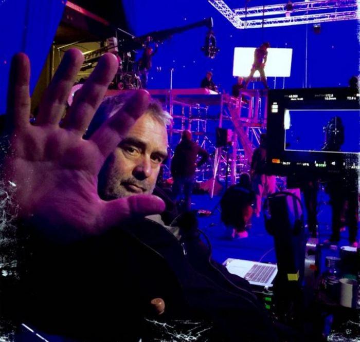 Režisér Luc Besson na place filmu Valerian a město tisíce planet