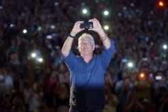 Richard Gere si fotí dav v letním kině