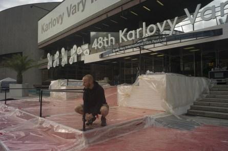 Přípravy na slavnostní zahájení v plném proudu (foto: KVIFF)