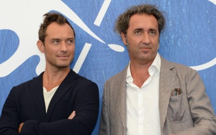 Jude Law a Paolo Sorrentino na letošním festivalu v Benátkách, kde byl seriál představen (foto: Totalfilm.cz)