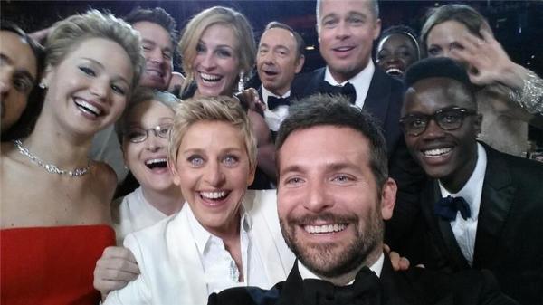 Rekordní tweetová fotka Ellen Degeneres