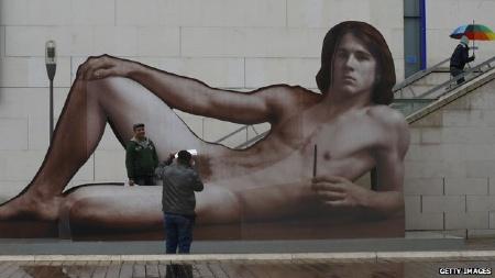 Totalitit  Il tab del maschio nudo Mostra di corpi