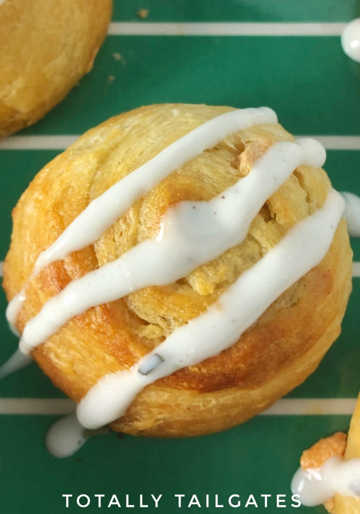 Easy & economical appetizers for football party tailgates: Buffalo Chicken Pinwheel Appetizers!