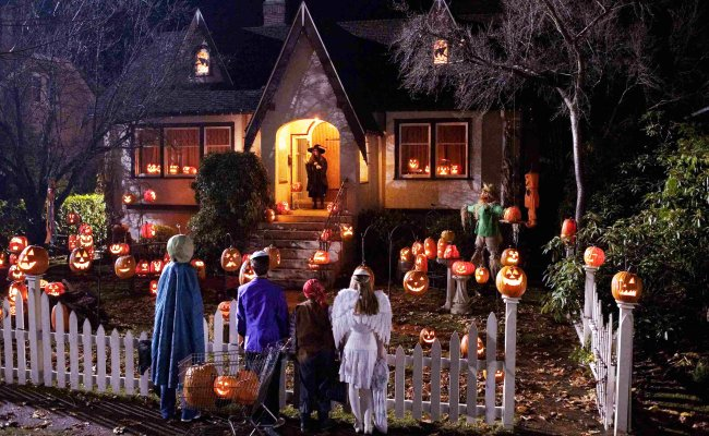 How To Find The Best Candy Houses On Halloween Total