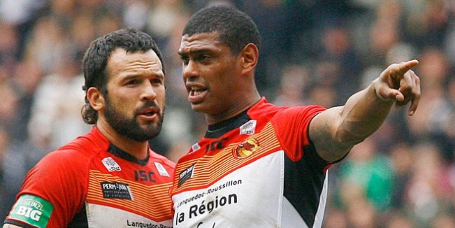 Louis Anderson (left) pictured with fellow Dragon Leon Pryce (right). ©RLPhotos