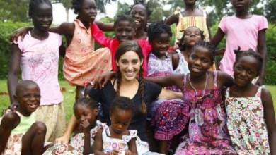 Photo of O tânără din SUA a adoptat 13 orfani ugandezi