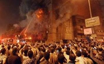 Photo of Libia: Islamiștii au dat foc unei biserici creștine