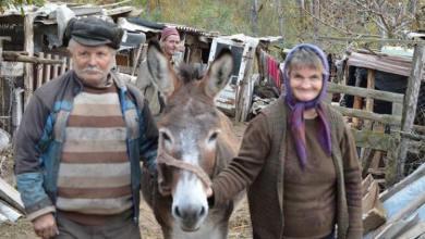 Photo of O familie de bătrȃni care locuiau într-o colibă a primit o locuinţă nouă (Sebiş, jud. Arad)
