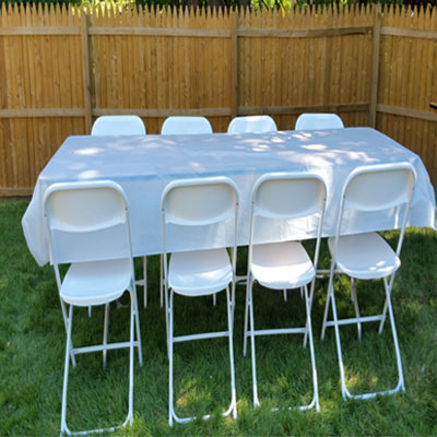 8 Ft rectangular table Seats 8 people confortably