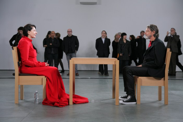 "Marina Abramovic e Ulay durante a performance ""The artist is present"", no MoMA"