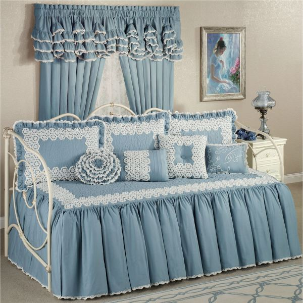 Reminisce Crochet Daybed Set Bedding