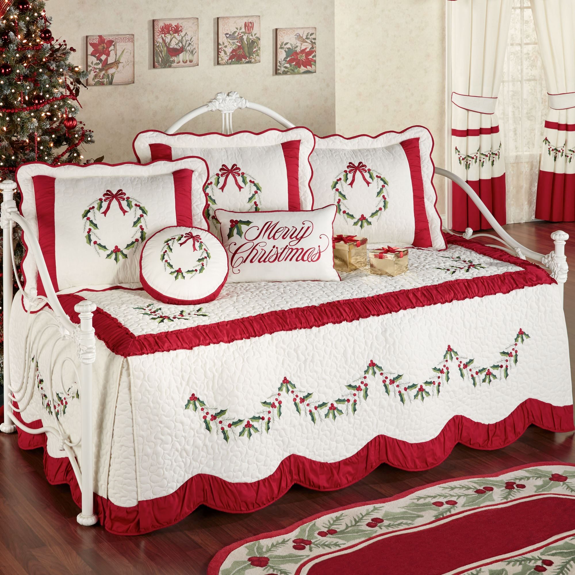 Holly Wreath Holiday Daybed Bedding Set