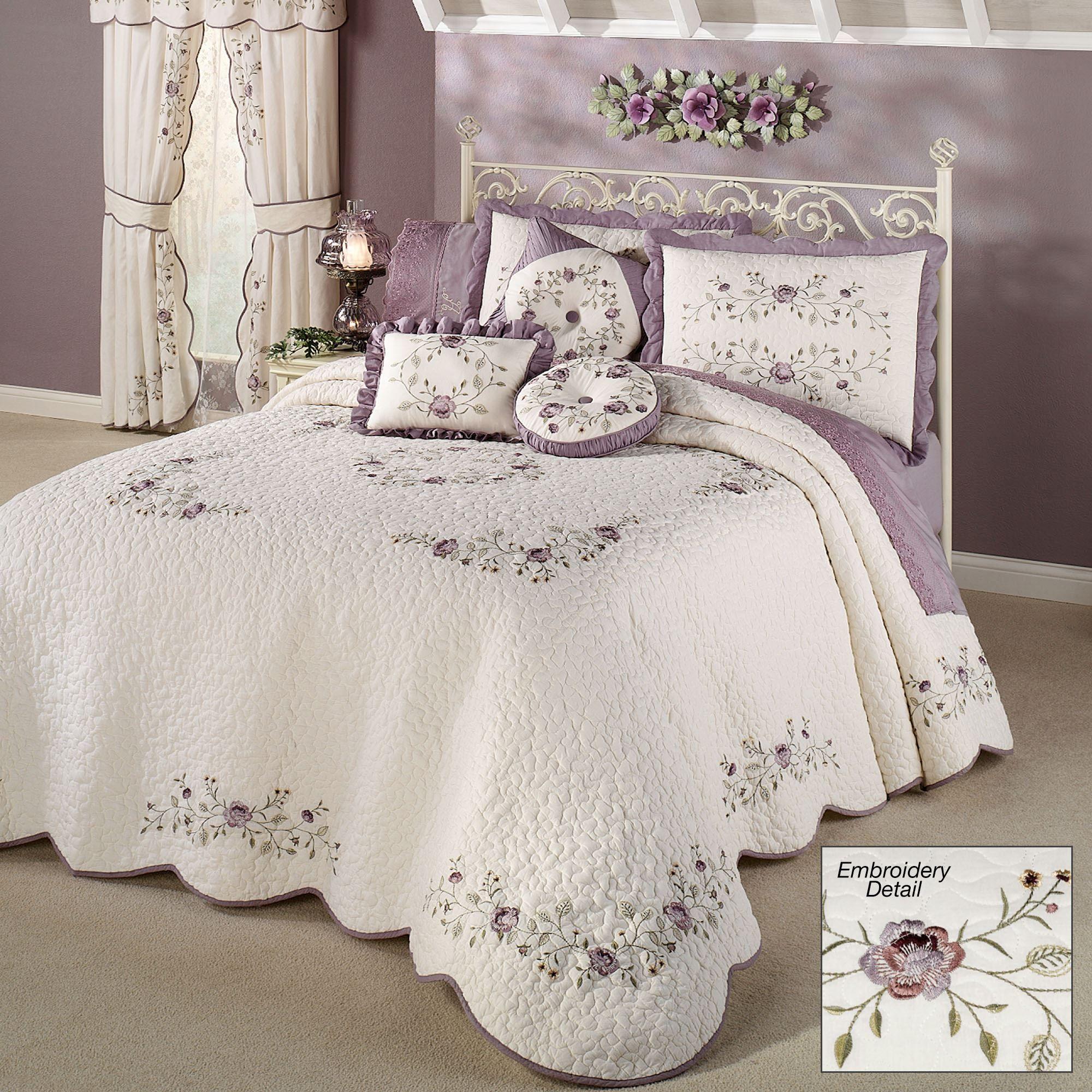Antique Bloom Floral Oversized Quilted Bedspread Bedding