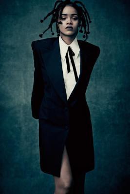 Rihanna-01-Facebook