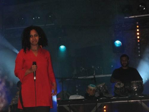 SUSHEELA RAMAN SUR LA SCENE DU FESTIVAL DE NEOULES 2011
