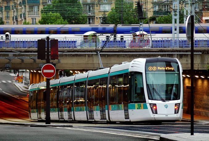 Un tramway construit par Alstom, à Paris. Photo Attribution-Share Alike 3.0/Tatmouss