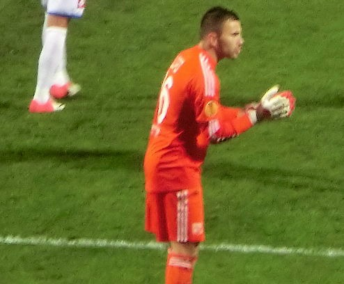 Le gardien de l'Olympique Lyonnais sauvé à deux reprises par ses poteaux face au Toulouse Football Club Photo  Benoît Prieur (Aga), Wikimedia Commons, Cc-by-sa-3.0