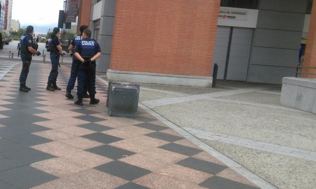 police municipale armée de pistolets à Toulouse
