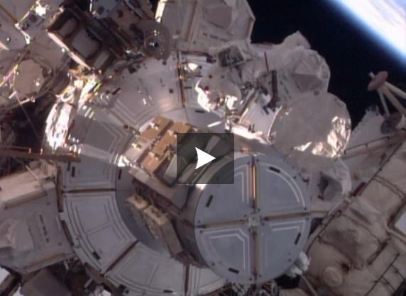 Vidéo - Première sortie dans l'espace pour Thomas Pesquet