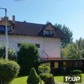 nerezový komín trojvrstvová po fasáde rodinného domu