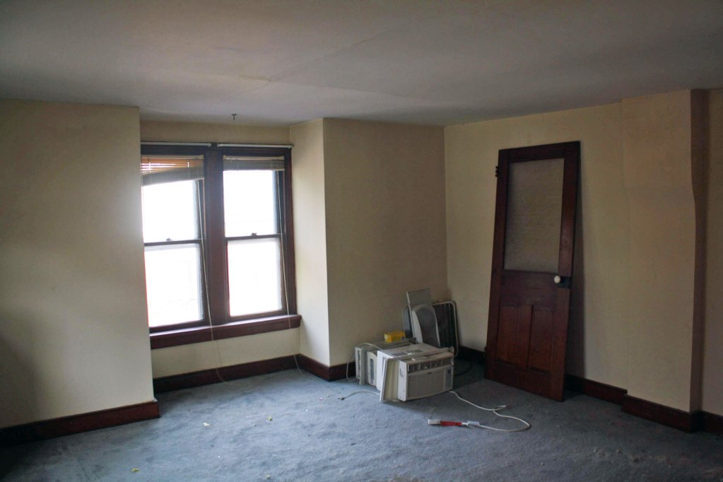before-view-of-guestroom
