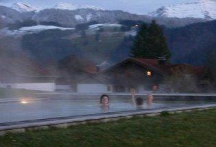 Pool mit Blick auf Berge