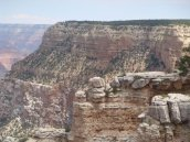 Verschiedene Gesteinsschichten entlang der Schlucht des Grand Canyons
