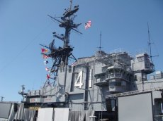 Die USS Midway 41 im Hafen von San Diego