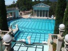 Sagenhafter Blick von Oben auf den türkiesfarbenen Neptune Pool