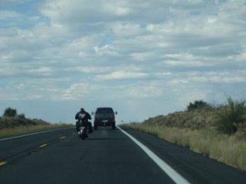 Motorradfahrer auf dem langen Weg zum Grand Canyon, Arizona
