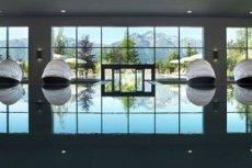 Indoor-Pool mit olympischen Maßen