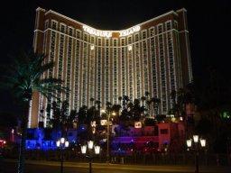 Das Tresure Island Hotel bei Nacht