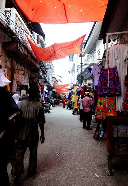 Marktstraße in Tansania, Afrika