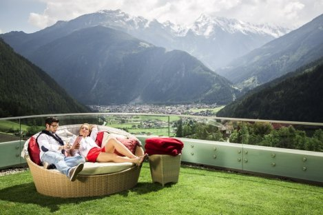 stock.outdoor.panorama.romantic