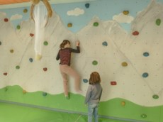 Kletterwand im Kinderland