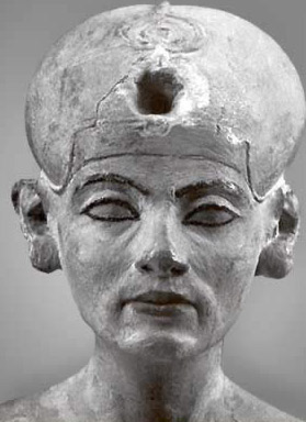 A closeup of the aging Nefertiti