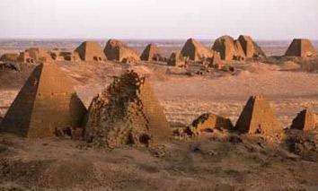 Mais pirâmides de Meroe
