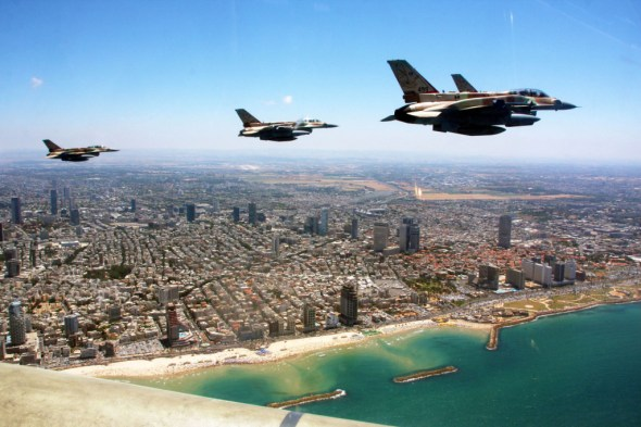 Touring Israel - The Independence Day flyover (photo by the IDF Spokesperson)