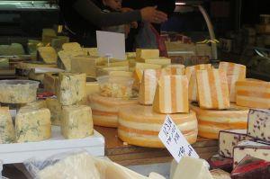 Touring Israel - carmel market cheese wikicommons Yehudit Garinkol