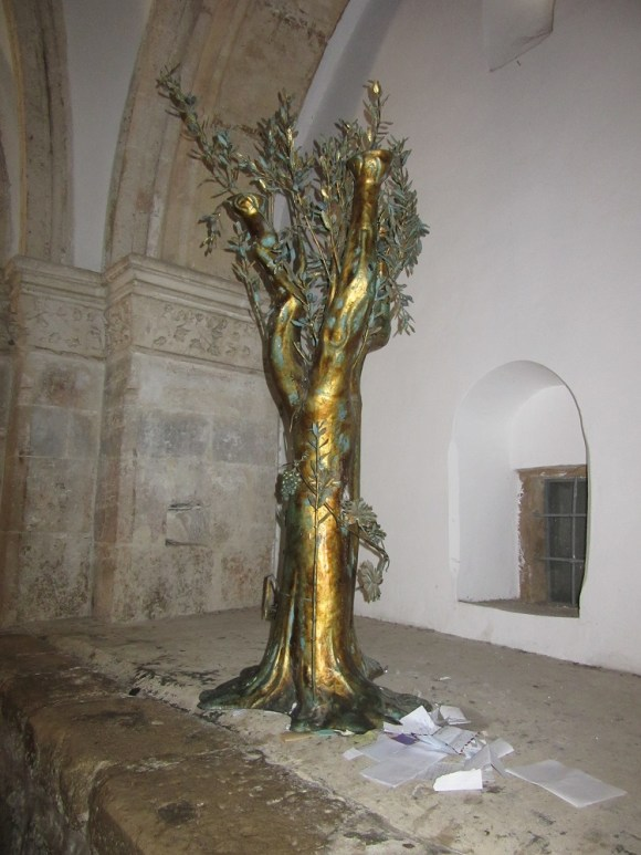 room of the last supper, tree, old city jerusalem, photo by deena levenstein