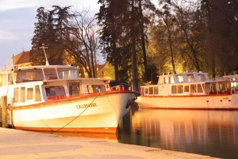 bateaux à Annecy pour croisière