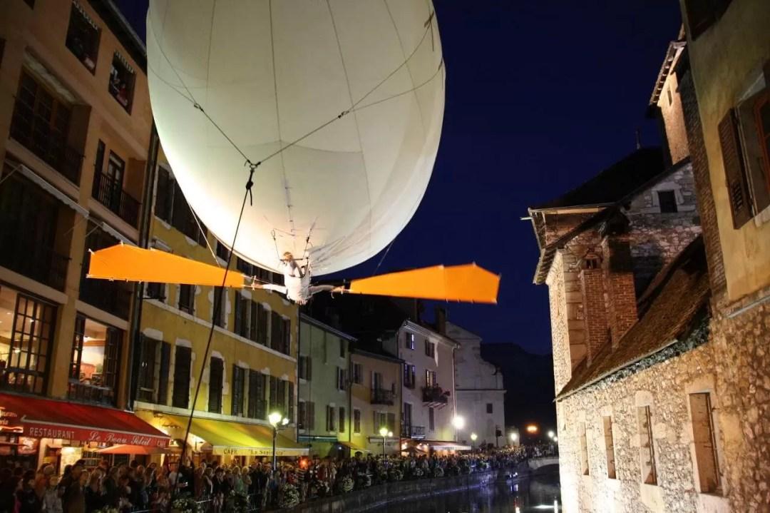 Spectacle dans les rues d'Annecy