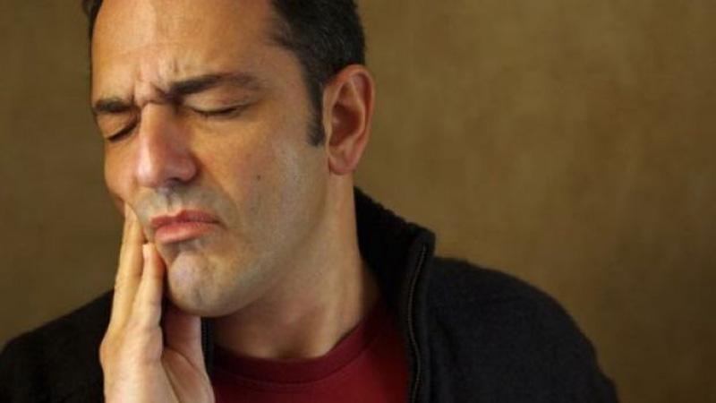 Couronne dentaire qui fait mal