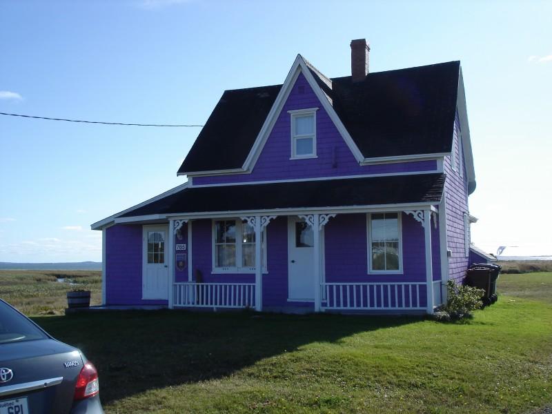 La Maison Mauve  Cottages condos housekeeping units