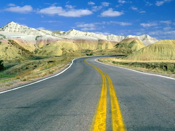 Roadscape-Badlands-National-Park-South-Dakota